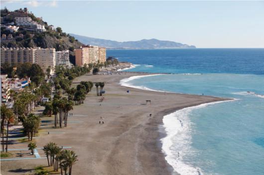 walking-along-the-seashore Almunecar